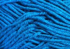 Fim azul da textura das linhas de lãs acima Imagens de Stock