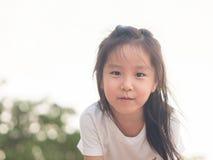 Fim bonito asiático adorável da menina acima do tiro principal Imagem de Stock