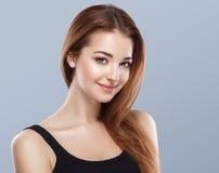 Fim bonito da cara da mulher acima do estúdio novo do retrato no azul Foto de Stock Royalty Free