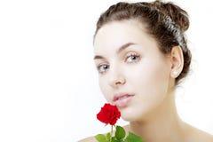 Fim bonito da face da menina acima com uma rosa à disposicão Foto de Stock