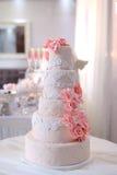 Fim bonito do bolo de casamento acima Fotos de Stock Royalty Free