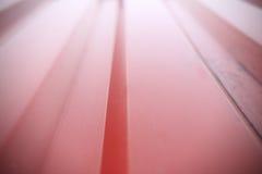 Fim brilhante com nervuras vermelho da parede do recipiente acima Imagens de Stock
