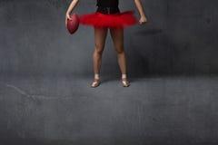Fim da bailarina ou do jogador de futebol acima imagem de stock royalty free