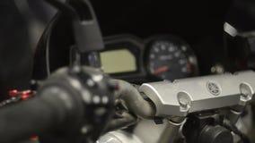 Fim da bicicleta do speedometr da motocicleta acima video estoque