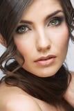 Fim da cara da mulher da beleza acima do retrato A luz compõe Fotografia de Stock Royalty Free
