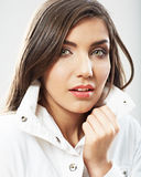 Fim da cara da mulher da beleza acima do retrato Poses modelo fêmeas novas Foto de Stock