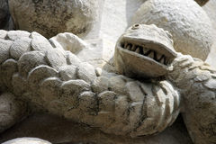 Fim da escultura da serpente acima. Foto de Stock Royalty Free