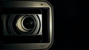 Fim da lente de câmara de televisão do estúdio acima video estoque