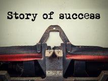 Fim da máquina de escrever do vintage do sucesso da história acima Foto de Stock