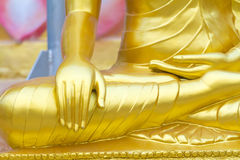 Fim da mão da estátua da Buda acima do detalhe, Tailândia Imagens de Stock