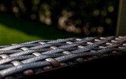 Fim da mobília do jardim acima da textura do rattan imagens de stock