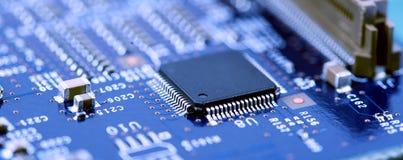 Fim da placa de circuito da alta tecnologia acima, macro conceito da tecnologia da informação fotografia de stock royalty free