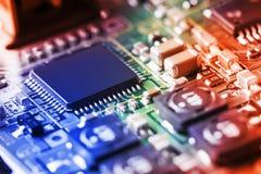 Fim da placa de circuito eletrônico acima Imagens de Stock