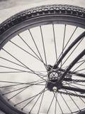 Fim da roda de bicicleta acima foto de stock