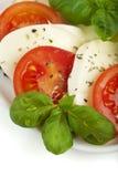 Fim da salada de Caprese acima fotos de stock royalty free