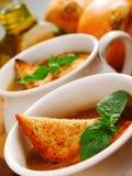 Fim da sopa da cebola acima imagens de stock