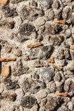 Fim da textura da parede de alvenaria de pedra acima com a pedra preta da lava fotografia de stock royalty free