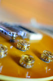 Fim do lespaul da guitarra elétrica acima fotos de stock