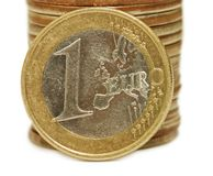 Fim do macro das moedas isolado acima Fotos de Stock