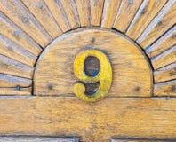Fim do número nove acima do tiro na madeira de carvalho foto de stock