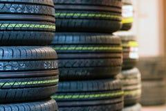 Fim do passo do pneu acima Imagens de Stock