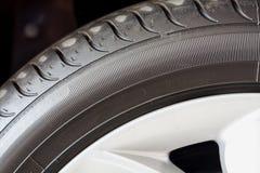 Fim do pneu de carro acima imagem de stock royalty free