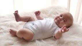 Fim do retrato do bebê acima video estoque