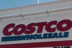 Fim do sinal da venda por atacado de Costco acima de 8 Imagem de Stock Royalty Free