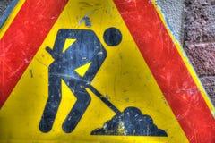 Fim do sinal de estrada dos trabalhos em curso acima Fotos de Stock Royalty Free