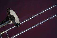Fim do Trombone isolado no vermelho foto de stock royalty free