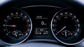 Fim do velocímetro do carro desportivo acima imagens de stock royalty free