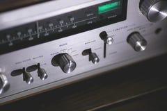Fim estereofônico do receptor do vintage acima Ponteiro do seletor Imagens de Stock Royalty Free