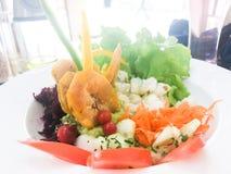 Fim fresco saudável colorido da salada acima Imagens de Stock
