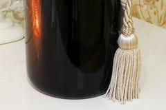 Fim grande da garrafa acima Garrafa com borlas imagens de stock royalty free