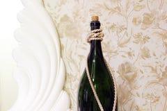 Fim grande da garrafa acima Garrafa com borlas fotos de stock royalty free
