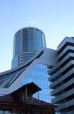 Fim moderno do prédio de escritórios acima foto de stock