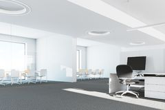 Fim panorâmico moderno do interior do escritório acima Imagem de Stock