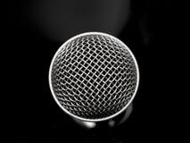 Fim preto e branco bonito do microfone acima Fotos de Stock Royalty Free