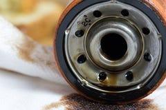 Fim usado velho do filtro de óleo do motor acima do tiro Fotos de Stock Royalty Free
