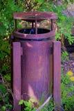 Fim velho do balde do lixo do metal acima Foto de Stock