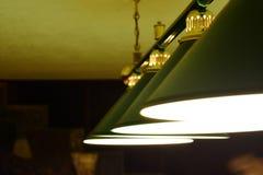 Fim verde da lâmpada do bilhar acima imagem de stock royalty free