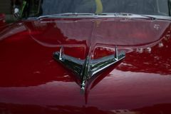 Fim vermelho clássico do carro acima imagens de stock