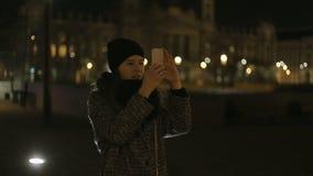 Fimalecyclorama foto van de avondgebouwen van Boedapest stock video