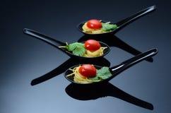 Fin äta middag spagetti Arkivfoto