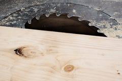 Fin électrique de scie de circulaire pour la coupe en bois Images libres de droits
