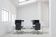 Fin blanche d'avant de bureau de l'espace ouvert d'appartement terrasse  Photo stock