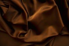 Fin brun chocolat de soie de satin de tissu vers le haut Photographie stock