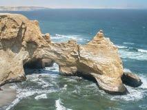 Fin côtière de Ballestas de voûte de roche images libres de droits