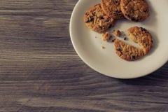 Fin ci-dessus supérieure vers le haut de la photo de vue de la bouche savoureuse arrosant de beaux biscuits faits maison bons dél photo stock