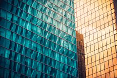 Fin commerciale moderne de bâtiment vers le haut de vue photos stock